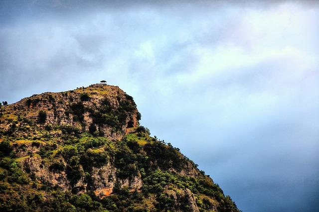 cliff-1400715_640